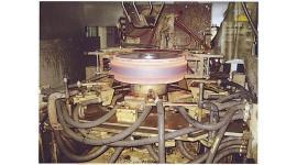 建設機械用 アイドラー全体一発焼入機