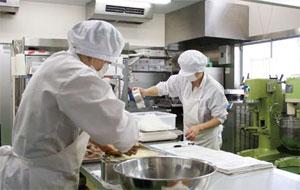 と は キッチン セントラル セントラルキッチンのメリット・デメリットとは?