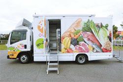 トラックを改造した移動スーパー