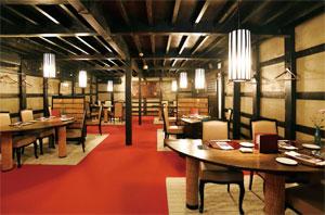 明治時代に建てられた酒蔵を改装した「高砂茶寮」の店内 写真